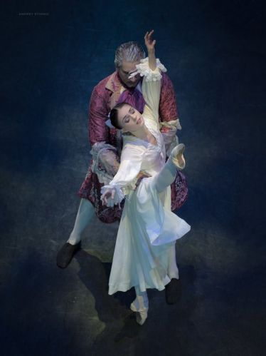 drosselmeyer and masha seen from above_