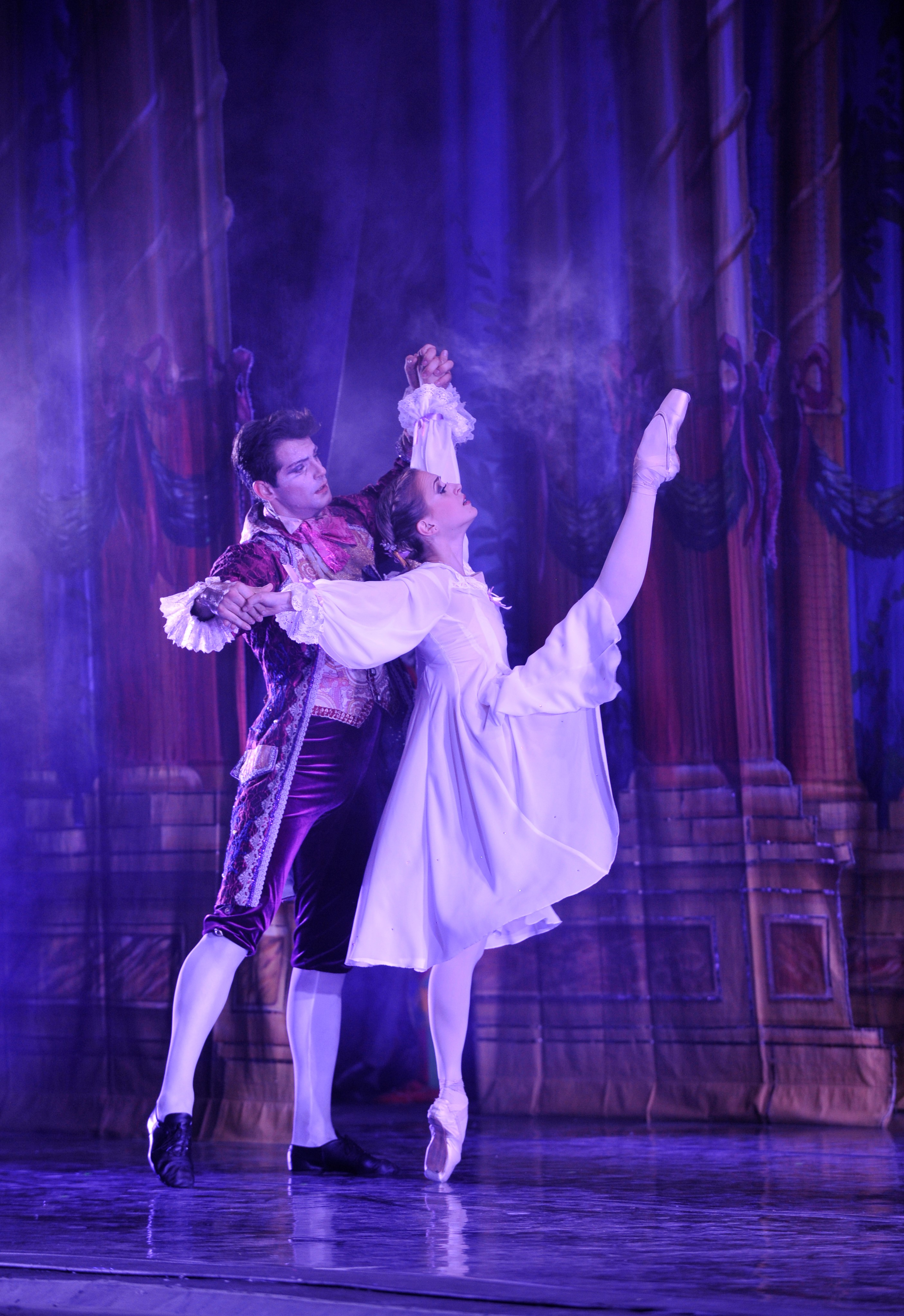Moscow Ballet's Great Russian Nutcracker - Masha and Uncle Drosselmeyer