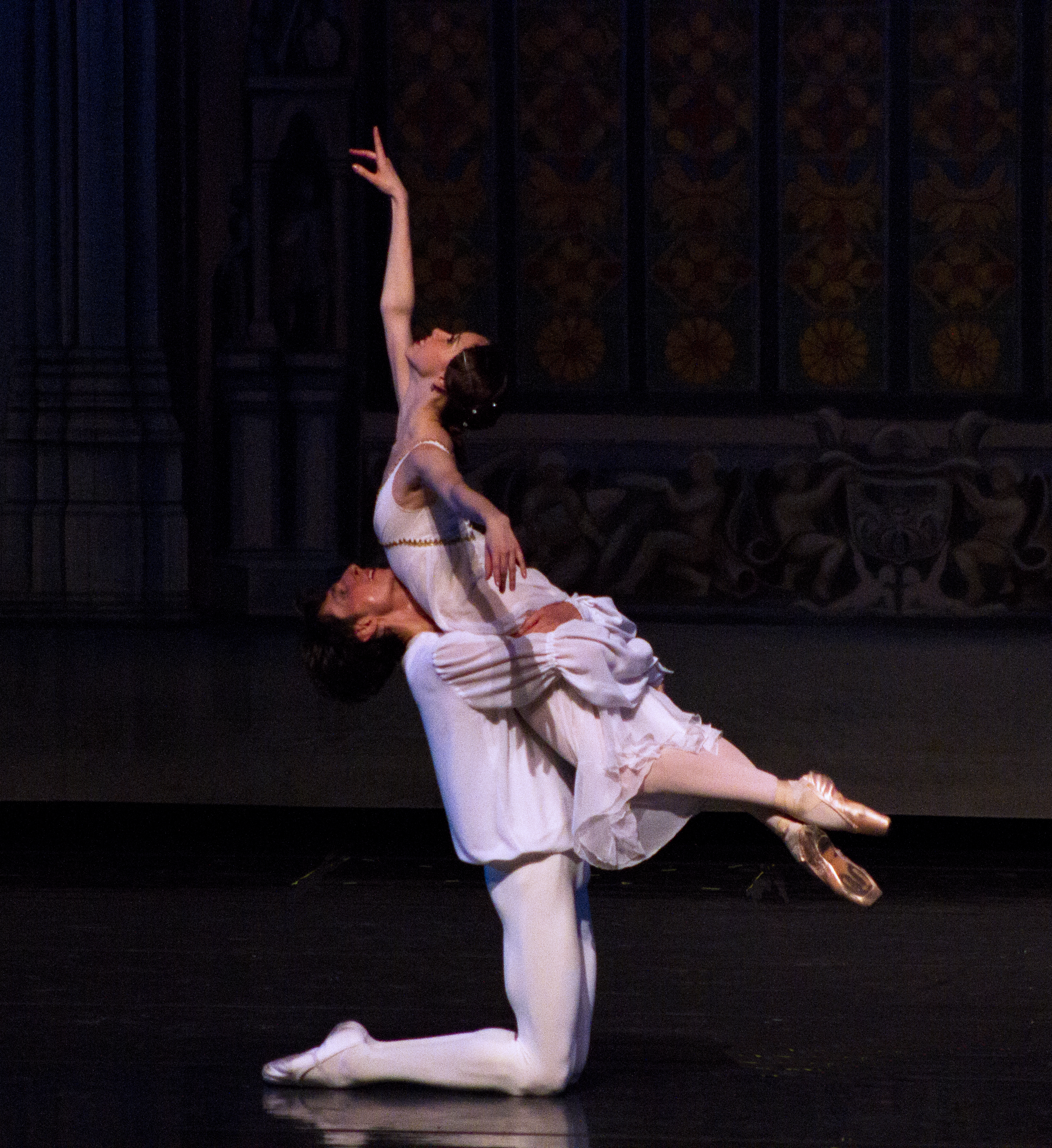 Alexandra Elagina and Anatoly Ustimov as Romeo and Juliet