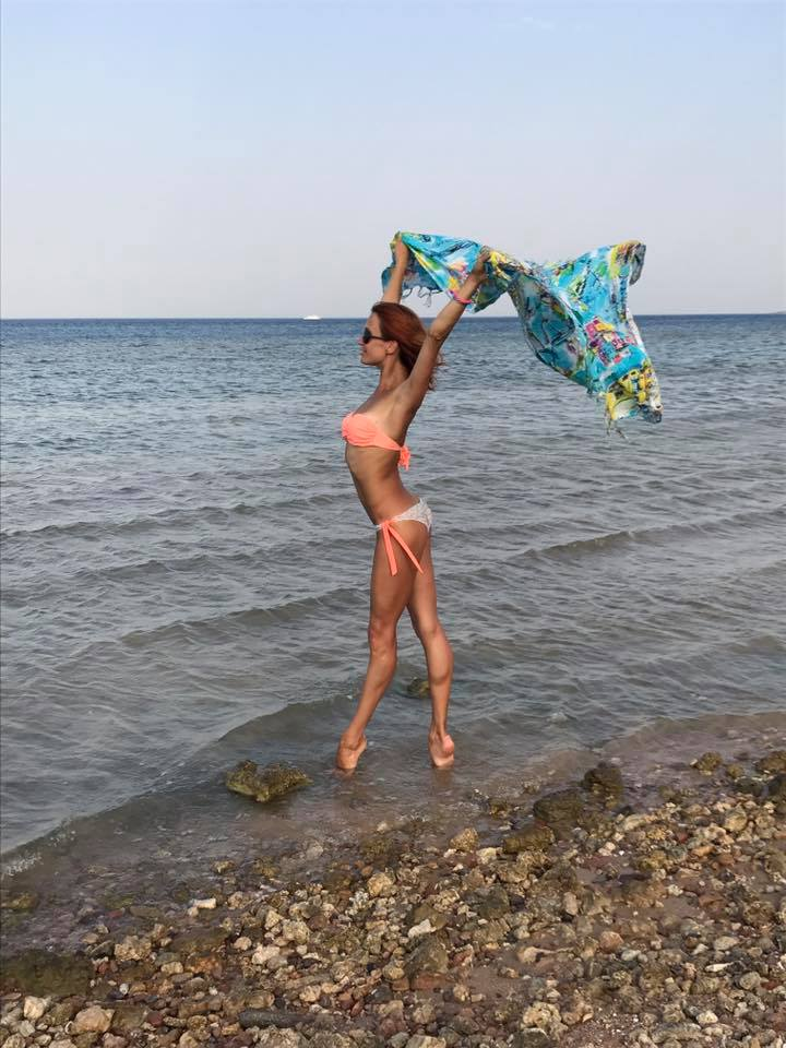 Acroballet star Viktoriya Dymovskaya dips her toes in the water (on point of course!)