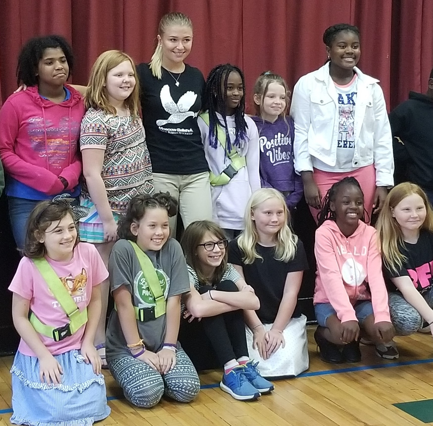 New Horizons students with a ballerina in Knoxville