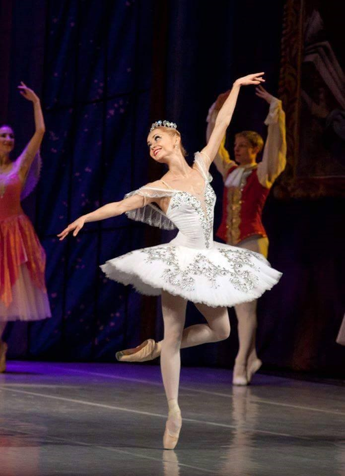 Olga Pasternak in arabesque