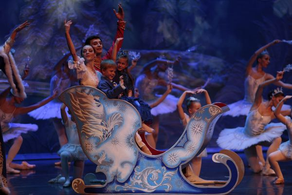 dance with us students in the troika sleigh