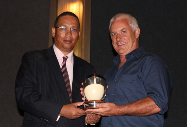 roger titley receiving western cape cultural affairs award from dr meyer 2014