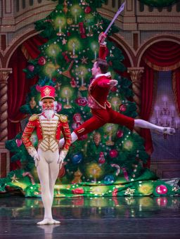 Moscow Ballet's Nutcracker Doll and Brother Fritz