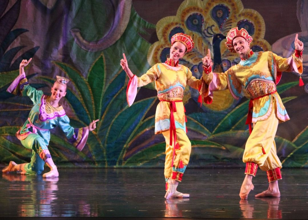 The Nutcracker Performance Directory. Nutcracker performances usually run from late November until Christmas. Be sure to get your tickets to this Holiday Season's Nutcracker performance early.