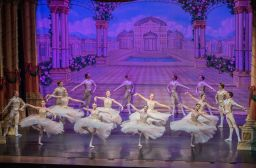 Moscow Ballet's Waltz of the Snowflakes