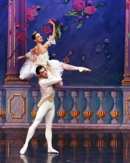E Tikhonova and V Shcherbakov in Grand Pas De Deux